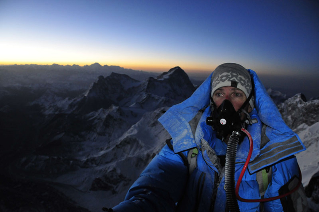 p-4-peter-whittaker-with-oxegyn-mask-on-everest-summit-attempt